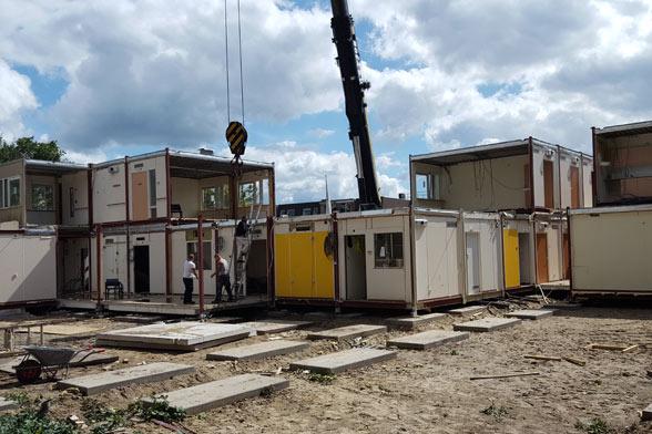 Tijdelijke gebouw tijdens demontage